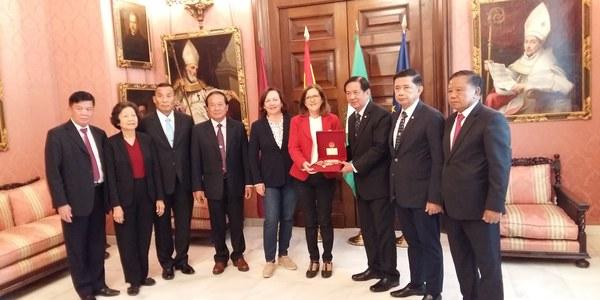 Encuentro con la Delegación Tailandesa con objeto de conocer las políticas sociales en el ámbito de los Servicios Sociales dirigidas  a las Personas Mayores en el Ayuntamiento de Sevilla