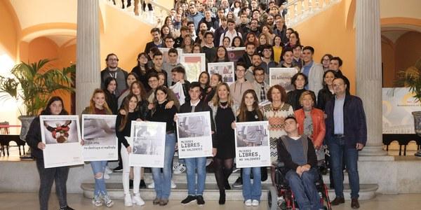 Entrega de premios a los ganadores del concurso del 25N, Día Internacional contra la Violencia hacia las Mujeres, a la propuesta 'Mujeres Libres, no valientes'