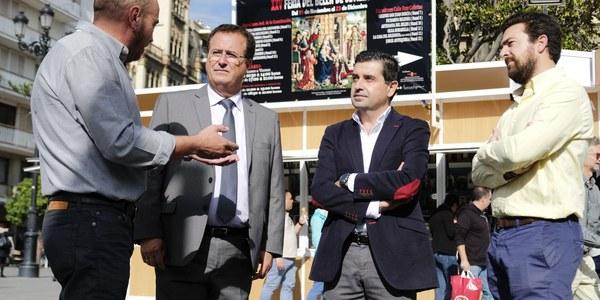 La Feria del Belén de Sevilla celebra su XXV edición junto a la Catedral y al Archivo de Indias hasta el próximo 23 de diciembre