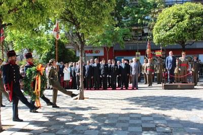 Foto alcalde acto militar 1.jpg