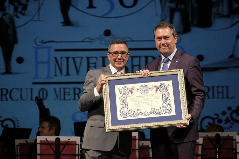 Foto alcalde aniversario Círculo Mercantil.jpg