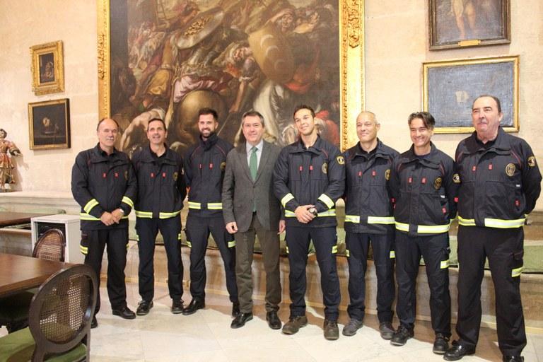 Foto alcalde bomberos.jpg