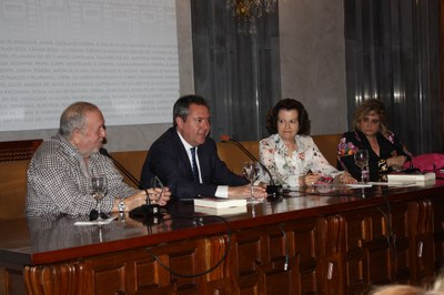 Foto alcalde presentacion libro Ranilla.jpg