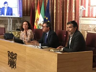 Foto alcalde presentación libro Santiago Talaya.jpg