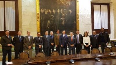 Foto alcalde recepción Hdad. Macarena.jpg