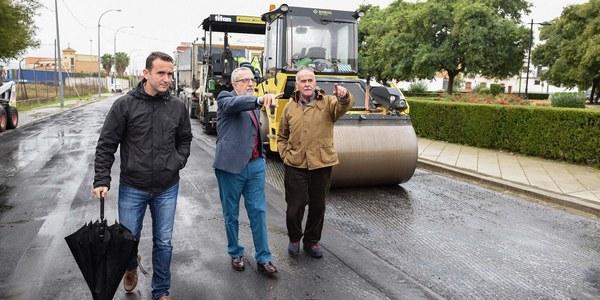 Inicio de obras de mejora de las calzadas de la Ronda de la Doctora Oeste y su entorno, en las barriadas San José de Palmete y Padre Pío
