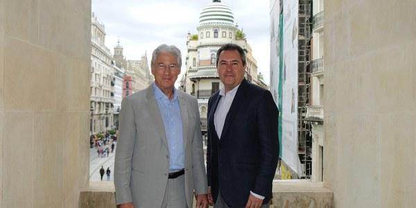 Juan Espadas destaca el empuje internacional de Sevilla como plató  de cine durante este otoño por rodajes de series de gran seguimiento, el  SEFF y la entrega de los premios  de la Academia de Cine Europeo