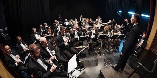 La Banda Sinfónica Municipal de Sevilla ofrece un concierto en la Iglesia de Santa Catalina tras su reapertura en el que rinde homenaje a Emilio Cebrián con motivo del 75 aniversario de su fallecimiento