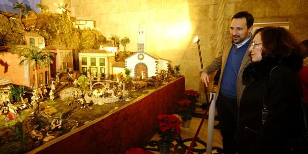 La Casa Consistorial acoge por primera vez el belén del Hogar Canario en Sevilla, que se podrá visitar desde mañana y hasta el 5 de enero