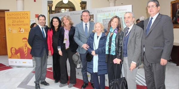 La exposición fotográfica '20 años In Memoriam' recuerda al concejal Alberto Jiménez-Becerril y a su esposa Ascensión García Ortiz con motivo del 20 aniversario de su asesinato a manos de la banda terrorista ETA