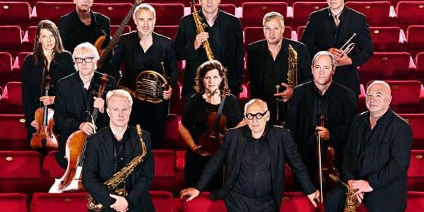 """La formación """"Michael Nyman Band"""" pone fin a la temporada musical del Teatro Lope de Vega colgando el cartel de no hay entradas"""