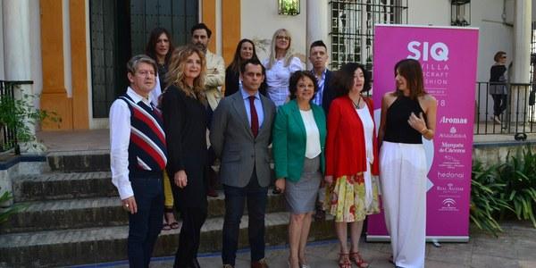 La moda nupcial vuelve al Real Alcázar con la V edición del evento 'SIQ Handcraft & Fashion 2018', cuyos desfiles combinan la artesanía de la costura de diseñadores andaluces con motivos inspirados en el monumento