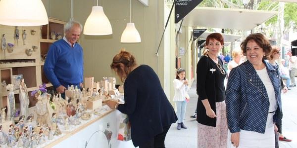La Plaza Nueva acoge hasta el próximo 3 de junio la celebración de la décima edición de la Feria de Artesanía Creativa 'Hecho en Sevilla'