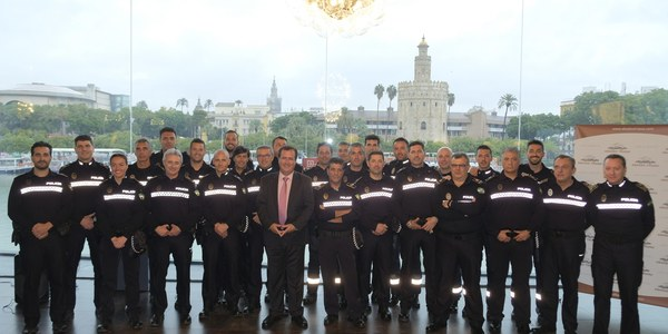 La Policía Local de Sevilla entrega mañana 164 distinciones de las que 26 son reconocimientos con la Cruz al Mérito por actuaciones en casos de agresiones sexuales, rescate de personas o control de transporte de personas y de mercancías