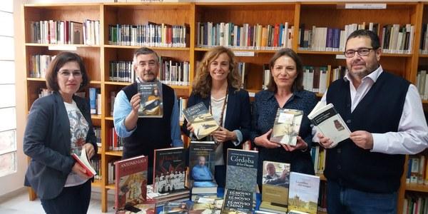 La Red Municipal de Bibliotecas de Sevilla celebra el Día del Libro con una donación de libros de la Fundación Lara
