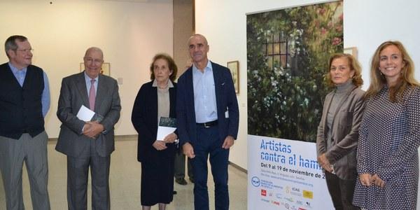 La Sala Atín Aya acoge la inauguración de la exposición 'Artistas contra el hambre', impulsada por el Banco de Alimentos de Sevilla