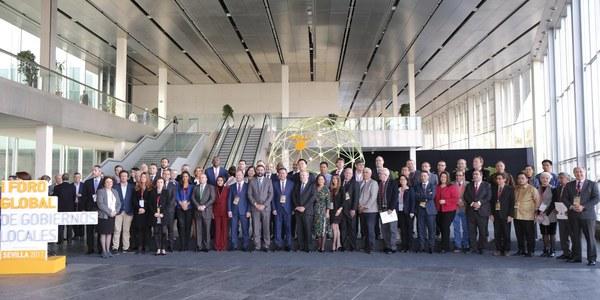 Las oportunidades de futuro y el papel de la juventud en el desarrollo sostenible centran las primeras ponencias  del Foro Global de Sevilla