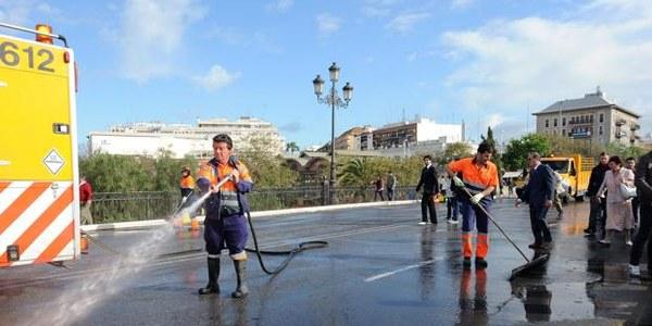 Lipasam comienza la primera fase del plan especial de limpieza para las fiestas de la primavera con 90 contrataciones