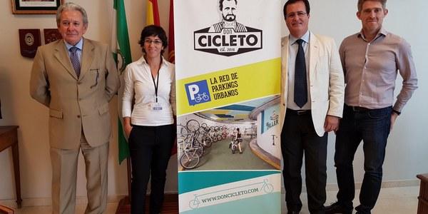 Los aparcamientos de Aussa en el Arenal y José Laguillo estrenan un servicio de alquiler de parking para bicicletas
