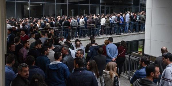 Los aspirantes a las 50 plazas  de Policía Local de Sevilla han realizado hoy el examen teórico en las primeras oposiciones  al Cuerpo que convoca el Ayuntamiento desde 2011