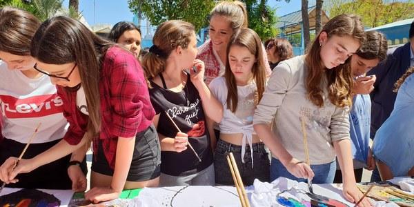 Más de 2.500 alumnos participan en el Programa Municipal de Prevención de Conductas Intolerantes, que se cierra con una concentración por el Día Mundial contra la Homofobia y la Transfobia