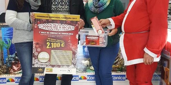 Más de 74 comercios participan en la promoción 'Torreblanca regala' para la promoción del comercio de proximidad en el barrio