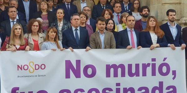 Minuto de silencio con motivo de la última víctima de la violencia machista en Sevilla