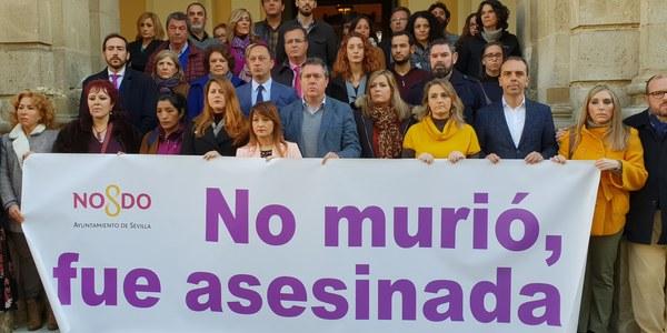 Minuto de silencio en el Ayuntamiento de Sevilla con motivo del asesinato de Laura Luelmo