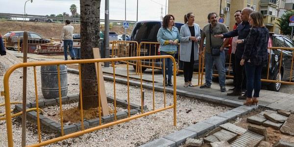 Obras de pavimentación y de instalación de un sistema urbano de drenaje sostenible en la calle Fontaneros, en Pino Montano