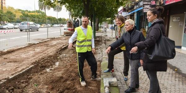 Obras en la calle Clemente Hidalgo del Distrito Nervión para mejorar la accesibilidad y renovar el mobiliario urbano y las zonas verdes