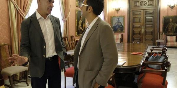 (05/07/2017) Representantes del Ayuntamiento  de Sevilla y de la aerolínea  easyJet se reúnen para estudiar  nuevas rutas de la compañía  desde el Aeropuerto de San Pablo