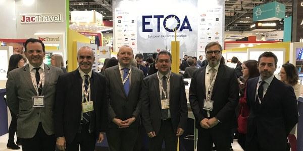 Sevilla cierra en la World Travel Market una tercera cumbre profesional internacional del sector turístico para 2018 y presenta su candidatura para acoger el Consejo Mundial  de Turismo y Viajes