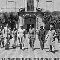 Visita al Alcázar del Rajá indio Apapam-de-Aundh junto a su familia. 1936 ©ICAS-SAHP, Fototeca Municipal de Sevilla, fondo Sánchez del Pando