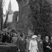 Visita oficial del Sha de Persia Reza Pahlevi y su esposa, la princesa Soraya al Real Alcázar. 1957 ©ICAS-SAHP, Fototeca Municipal de Sevilla, fondo Gelán