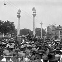 1- El cadáver de Joselito llegó a la estación Plaza de Armas a las 9:30 de la mañana del 19 de mayo. La comitiva fúnebre estuvo acompañada en el recorrido hasta el Cementerio de San Fernando por una gran multitud que se desbordó a su paso por la Alameda de Hércules, residencia de la familia Gómez Ortega. 19.05.1920