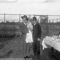 3- Joselito con su cuñado y banderillero de su cuadrilla, Enrique Ortega Cuco en el bautizo de su hijo, Rafael Ortega, futuro Gallito. 1917
