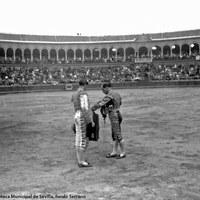 1- Alternativa de Joselito en la Real Maestranza de Sevilla actuando de padrino su hermano Rafael El Gallo.28-09- 1912