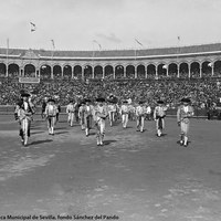 4- Paseíllo en la Real Maestranza de Sevilla con Joselito, Rodolfo Gaona y Juan Belmonte en una corrida de Miura.21.04.1914