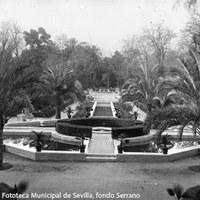 5. Vista general del Jardín de los Leones con la fuente  en primer término. Al fondo, la Fuente de las Ranas. 1910-1920 ca. ©ICAS-SAHP, Fototeca Municipal de Sevilla, fondo Serrano