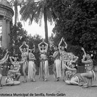 28. Ballet de Chanita de Cuba en el Casino de la Exposición. Década de 1950. ©ICAS-SAHP, Fototeca Municipal de Sevilla, fondo Gelán