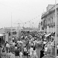 23. Calle Betis en horas vespertinas. Década de 1970. ©ICAS-SAHP, Fototeca Municipal, archivo Serafín.