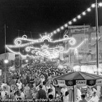 24. Calle Betis iluminada para la noche. Década de 1970 ©ICAS-SAHP, Fototeca Municipal, archivo Serafín.