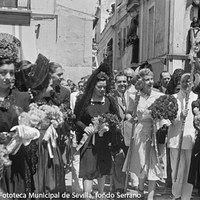 Recorrido por las calles del barrio hasta la iglesia de San Gil ©ICAS-SAHP, Fototeca Municipal de Sevilla, fondo Serrano