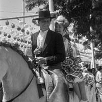 Feria de 1964. Marisol con el rejoneador Ángel Peralta durante el rodaje de la película Cabriola, dirigida por Mel Ferrer.