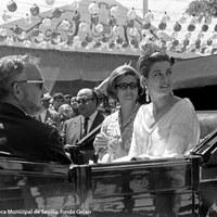 Los príncipes de Mónaco en la Feria en 1966. Grace Kelly luce el traje de flamenca, obra de Lina, que le regaló el Ayuntamiento. Sus cicerones fueron el gobernador civil José Utrera Molina y su esposa.