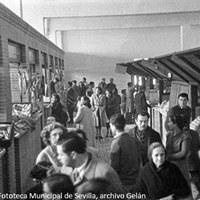 4. Mercado de abastos de la barriada de La Barzola (barriada Virgen de los Reyes). Fachada principal en calle Manuel Villalobos y lateral en calle Abuyacub. 17 de febrero de 1951 ©ICAS-SAHP, Fototeca Municipal de Sevilla, archivo Gelán