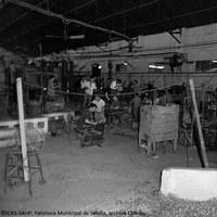 19. Fábrica de vidrio La Trinidad. Interior. Década 1960 ©ICAS-SAHP, Fototeca Municipal de Sevilla, archivo Cubiles