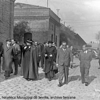 22. Visita del cardenal Pedro Segura a la fábrica de manufacturas de corcho Armstrong, Cork y Cía. 1940 ca. ©ICAS-SAHP, Fototeca Municipal de Sevilla, archivo Serrano