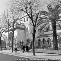 25. Hospital de la Cruz Roja, dispensario Victoria Eugenia. Fachada de la avenida de la Cruz Roja. 1965 ©ICAS-SAHP, Fototeca Municipal de Sevilla, archivo Serrano