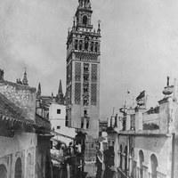 1. Calle Mateos Gago  y Giralda a fines del siglo XIX. Reproducción. ©ICAS-SAHP, Fototeca Municipal de Sevilla, fondo Serrano